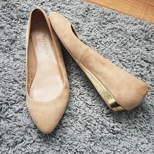 Talbots Nude Leather Pointed Toe Flats w Gold Heel